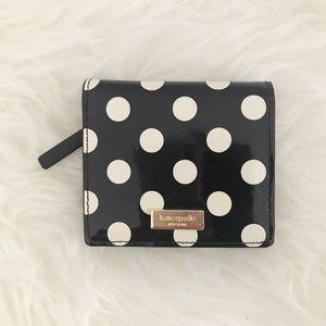 Kate Spade Polk a dot wallet 💕